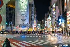 Tóquio, Japão, o 17 de novembro de 2016: Cruzamento de Shibuya da rua da cidade com Fotografia de Stock