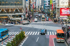 Tóquio, Japão, o 17 de novembro de 2016: Cruzamento de Shibuya da rua da cidade com Imagens de Stock