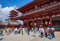 TÓQUIO JAPÃO - SEPTEMBER12: grande número de turista no sensoji t imagens de stock