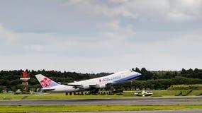 Tóquio, Japão - 08/02/2017: Uma carga Boeing 747 tak de China Airlines Fotografia de Stock