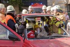 Tödlicher Verkehrsunfall - Person eingeschlossen Stockbilder