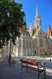Töm bänken på den gotiska kyrkan Fotografering för Bildbyråer
