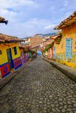 Töm färgglade gator av Guatapé, Antioquia, Colombia Arkivfoton