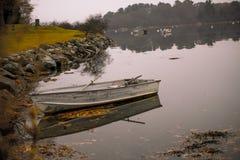 Töm kanoten som binds upp Royaltyfri Foto