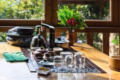 töm maträtten på tabellen i kinesisk eatery i Chengyang royaltyfria foton