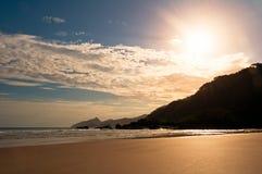 Töm och den rena tropiska stranden Royaltyfri Bild
