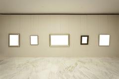 Töm ramar på väggen Arkivbild