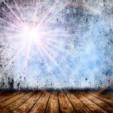 Töm rum med den ljusa stjärnan och ljusa strålar Arkivfoton