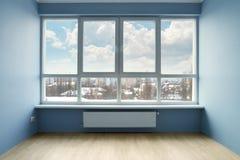 Töm rum med det stora fönstret arkivfoton
