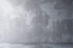Töm rum med ett golv och en vägg av betong Arkivbild