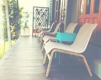 Töm stolar framme av rum Fotografering för Bildbyråer