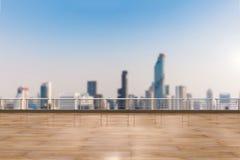 Töm terrassen på cityscapebakgrund royaltyfria bilder