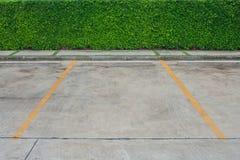 Töm utrymme i bilparkeringsplats på utomhus- parkerar Arkivfoto