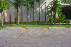 Töm utrymme i bilparkeringsplats på utomhus- parkerar Royaltyfri Fotografi