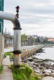 Tömning av kloak in i havet Arkivbilder