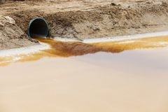 Tömning av vatten Arkivfoton