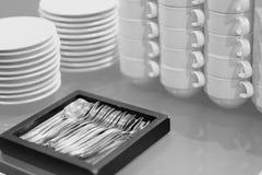 Töpferwarenschalen für Tee und Kaffee Stockfotos
