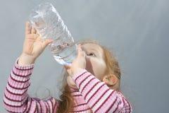 törstig flicka Royaltyfria Bilder