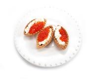 Törtchen mit rotem Kaviar Stockfotos