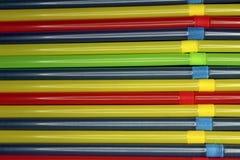 Túbulos coloreados para el fondo de las bebidas foto de archivo