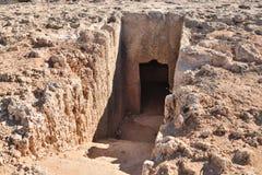 Túmulo antigo de Makronissos em Ayia Napa, Chipre imagens de stock