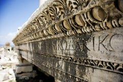 Túmulo antigo e escrita fotografia de stock
