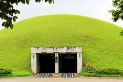 Túmulo complexo, Coreia do Sul de Daereungwon foto de stock