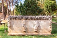 Túmulo de pedra no local arqueológico dos Aphrodisias em Turquia imagem de stock royalty free