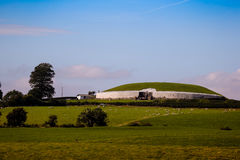 Túmulo megalítico 3200 da passagem de Newgrange BC Imagem de Stock