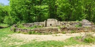 Túmulo megalítico da primeira metade da metade 3rd-second do ò do milênio dólmem BC - do vale do rio Jean imagens de stock