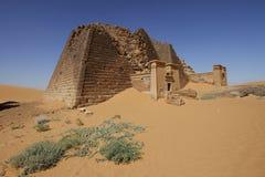 Túmulo piramidal de Meroe Fotos de Stock Royalty Free