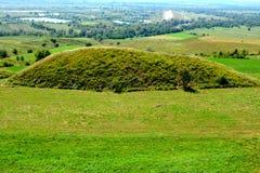 Túmulos celtas no platô de Transylvanian, Romênia, na vila de Sona, condado de Brasov Foto de Stock Royalty Free