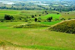 Túmulos celtas no platô de Transylvanian, Romênia Paisagem verde nos plenos verões em um dia ensolarado Fotografia de Stock Royalty Free