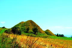 Túmulos celtas Paisagem rural típica nas planícies da Transilvânia, Romênia Imagens de Stock Royalty Free