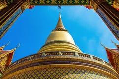 Túmulos reais de Rachabophit e templo tailandês Fotos de Stock Royalty Free
