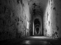 Túnel abandonado velho na fortaleza Fotos de Stock