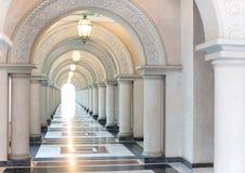 Túnel apaixonado com o ninguém foco seletivo no meio Imagens de Stock Royalty Free