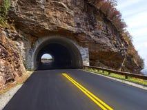 Túnel através da montanha Fotos de Stock Royalty Free