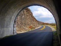 Túnel através da montanha Fotografia de Stock Royalty Free