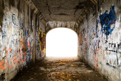 Túnel com grafittis fotografia de stock royalty free