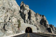 Túnel da estrada - túnel da montanha em Washington State Foto de Stock