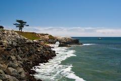 Túnel da rocha na costa de Califórnia Fotografia de Stock Royalty Free
