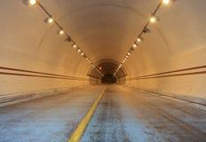 Túnel de la cruz Fotos de archivo libres de regalías