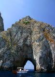 Túnel de la roca del barco que entra Imágenes de archivo libres de regalías