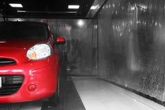 Túnel de lavado auto rojo fotografía de archivo