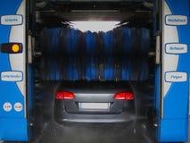 Túnel de lavado automático en la acción Fotografía de archivo libre de regalías