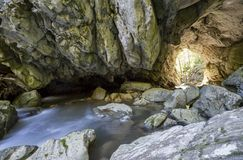 Túnel de pedra com saída Imagens de Stock Royalty Free
