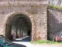 Túnel del aparcamiento de la playa de Varigotti imagen de archivo libre de regalías