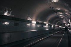 Túnel del peatón y del vehículo en Hamburgo foto de archivo libre de regalías