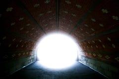 Túnel e ligh na extremidade fotos de stock